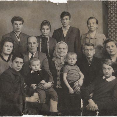 vintage large family portrait | onesmithday.com
